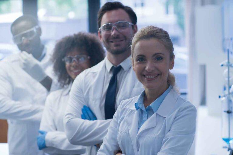 Des scientifiques et des formulateurs hautement qualifiés participent au développement de Graviola Prozono avec la télomérase, l'ozone et le Pau de Arco
